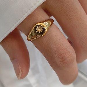 Statement star ring